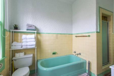 Airbnb bath2