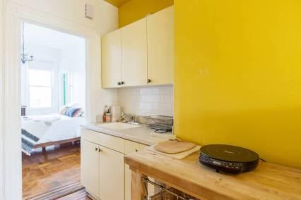 Airbnb kitchen2