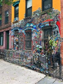 Alternative new york Brooklyn mosaic house